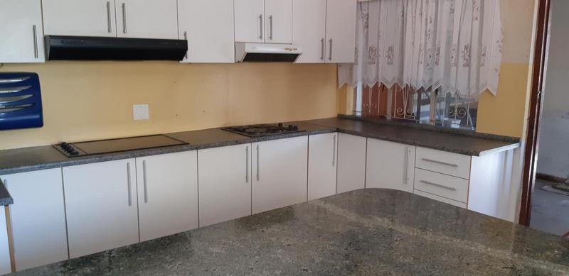 House For Sale in Grassy Park, Cape Town